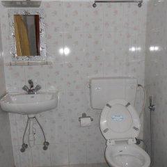 Отель Fewa Holiday Inn Непал, Покхара - отзывы, цены и фото номеров - забронировать отель Fewa Holiday Inn онлайн ванная фото 2