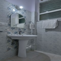 OYO 13083 Hotel Lovely Inn ванная