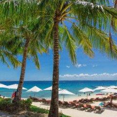 Отель Crimson Resort and Spa Mactan Филиппины, Лапу-Лапу - 1 отзыв об отеле, цены и фото номеров - забронировать отель Crimson Resort and Spa Mactan онлайн пляж фото 2