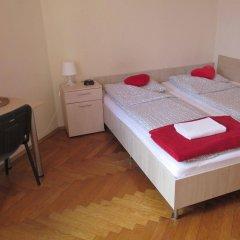 Отель Hostel Euro-Room Польша, Краков - отзывы, цены и фото номеров - забронировать отель Hostel Euro-Room онлайн сейф в номере
