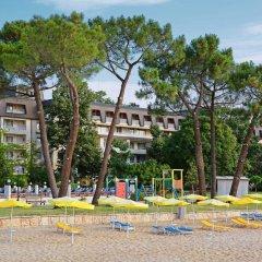 Отель Lotos - Riviera Holiday Resort Болгария, Золотые пески - отзывы, цены и фото номеров - забронировать отель Lotos - Riviera Holiday Resort онлайн пляж фото 2