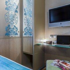 Отель The Five Hotel Франция, Париж - отзывы, цены и фото номеров - забронировать отель The Five Hotel онлайн удобства в номере фото 2