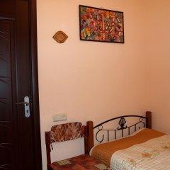 Отель Three Jugs B&B Ереван сейф в номере