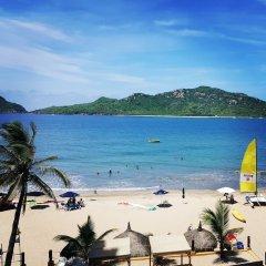 Отель Las Flores Beach Resort пляж