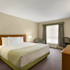 Отель Colonial Square Inn & Suites комната для гостей фото 3
