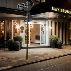 Отель Max Brown Midtown вид на фасад фото 2