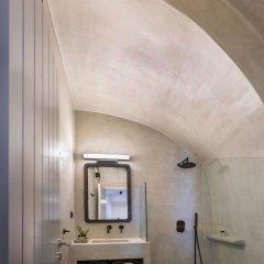 Отель 3 Caves Villa by Caldera Houses Греция, Остров Санторини - отзывы, цены и фото номеров - забронировать отель 3 Caves Villa by Caldera Houses онлайн ванная фото 2