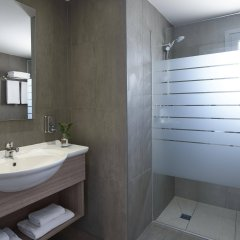 Отель St. Elias Resort & Waterpark – Ultra All Inclusive Кипр, Протарас - отзывы, цены и фото номеров - забронировать отель St. Elias Resort & Waterpark – Ultra All Inclusive онлайн ванная