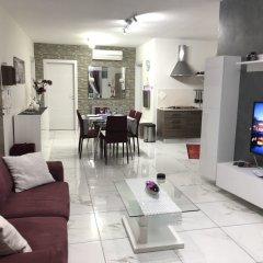 Отель Marsascala Sea View Luxury Apartment & Penthouse Мальта, Марсаскала - отзывы, цены и фото номеров - забронировать отель Marsascala Sea View Luxury Apartment & Penthouse онлайн комната для гостей фото 5