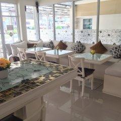 Отель Phuket Airport Suites & Lounge Bar - Club 96 Таиланд, Пхукет - отзывы, цены и фото номеров - забронировать отель Phuket Airport Suites & Lounge Bar - Club 96 онлайн интерьер отеля фото 3