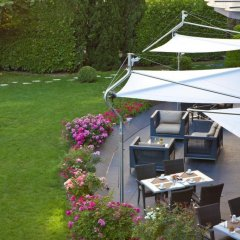 Отель Warwick Reine Astrid - Lyon Франция, Лион - 2 отзыва об отеле, цены и фото номеров - забронировать отель Warwick Reine Astrid - Lyon онлайн бассейн фото 3