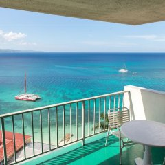 Отель Sunset Beach Studio At Montego Bay Club Resort Ямайка, Монтего-Бей - отзывы, цены и фото номеров - забронировать отель Sunset Beach Studio At Montego Bay Club Resort онлайн балкон