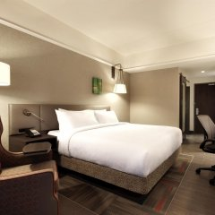 Отель Hilton Garden Inn Calgary Downtown комната для гостей фото 3