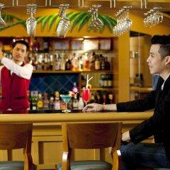 Отель Jomtien Palm Beach Hotel And Resort Таиланд, Паттайя - 10 отзывов об отеле, цены и фото номеров - забронировать отель Jomtien Palm Beach Hotel And Resort онлайн гостиничный бар
