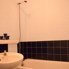 Отель Spacious Studio Apartment in Portobello Road Великобритания, Лондон - отзывы, цены и фото номеров - забронировать отель Spacious Studio Apartment in Portobello Road онлайн ванная
