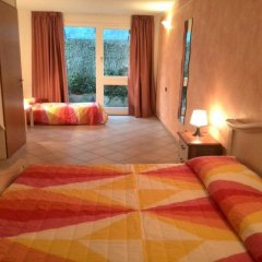 Отель Residence Il Fiore Del Garda Манерба-дель-Гарда комната для гостей