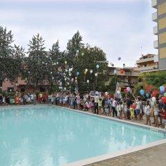 Отель Club Hotel Le Nazioni Италия, Монтезильвано - отзывы, цены и фото номеров - забронировать отель Club Hotel Le Nazioni онлайн бассейн фото 2