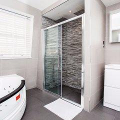 Отель Luxurious 4 Bedroom Flat by Baker Street Великобритания, Лондон - отзывы, цены и фото номеров - забронировать отель Luxurious 4 Bedroom Flat by Baker Street онлайн ванная