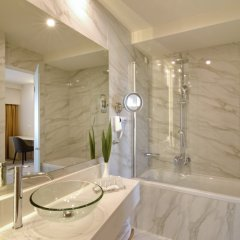 Athens Avenue Hotel ванная