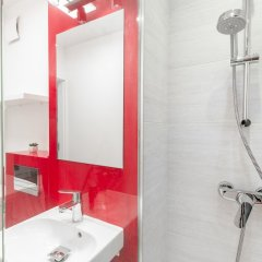Отель Little Home - California Польша, Варшава - отзывы, цены и фото номеров - забронировать отель Little Home - California онлайн ванная