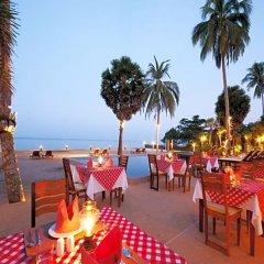 Отель The Beach Boutique Resort питание фото 3