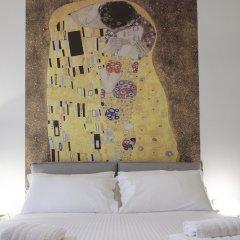 Отель Italianway - Piero della Francesca 74 сейф в номере