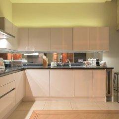 Апартаменты The Luxe Whitehall Duplex Apartment в номере