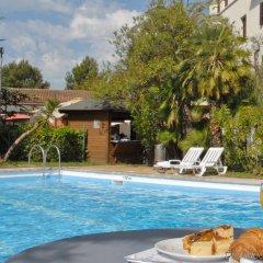 Отель El Castell Испания, Сан-Бой-де-Льобрегат - отзывы, цены и фото номеров - забронировать отель El Castell онлайн бассейн фото 3