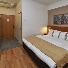 Отель Holiday Inn Helsinki - Vantaa Airport сейф в номере