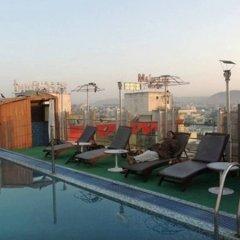 Отель Royal Orchid Central Jaipur бассейн фото 2