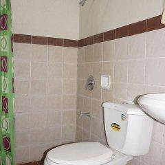 Отель Phoenix Hotel Филиппины, Пампанга - отзывы, цены и фото номеров - забронировать отель Phoenix Hotel онлайн ванная