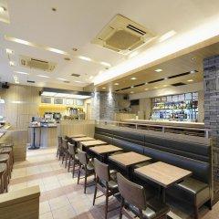 Отель UNIZO INN Tokyo Hatchobori гостиничный бар