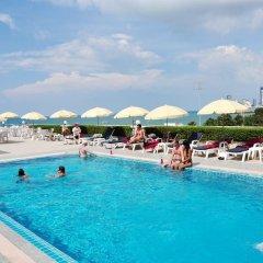 Отель Flipper Lodge Паттайя бассейн