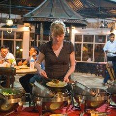 Отель Chitwan Adventure Resort Непал, Саураха - отзывы, цены и фото номеров - забронировать отель Chitwan Adventure Resort онлайн гостиничный бар