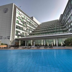 Отель Oryx Rotana бассейн