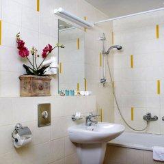 Отель Hermis Hotel Литва, Каунас - 1 отзыв об отеле, цены и фото номеров - забронировать отель Hermis Hotel онлайн ванная фото 2