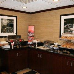 Отель Hampton Inn Newark Airport США, Элизабет - отзывы, цены и фото номеров - забронировать отель Hampton Inn Newark Airport онлайн питание фото 3