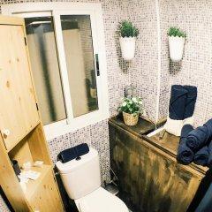 Отель Lollipop Flats City Center Suite II Испания, Мадрид - отзывы, цены и фото номеров - забронировать отель Lollipop Flats City Center Suite II онлайн ванная