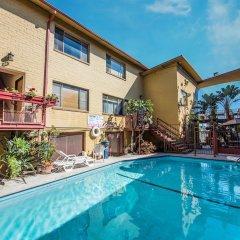 Отель Hollywood Downtowner Inn США, Лос-Анджелес - отзывы, цены и фото номеров - забронировать отель Hollywood Downtowner Inn онлайн бассейн фото 2