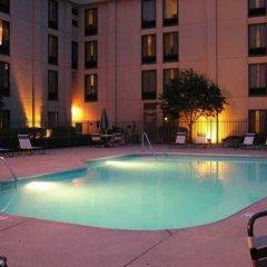 Отель Hampton Inn Columbus-International Airport США, Колумбус - отзывы, цены и фото номеров - забронировать отель Hampton Inn Columbus-International Airport онлайн бассейн фото 3