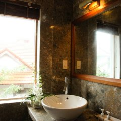 Отель Charming Homestay ванная