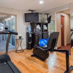 Отель Best Western Royal Palace Inn & Suites США, Лос-Анджелес - отзывы, цены и фото номеров - забронировать отель Best Western Royal Palace Inn & Suites онлайн фитнесс-зал фото 3