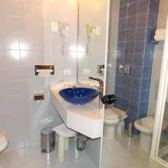 Отель Holiday Inn Milan Linate Airport Пескьера-Борромео ванная фото 2
