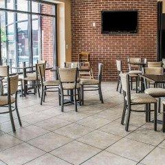Отель Holiday Inn Express Columbus Downtown США, Колумбус - отзывы, цены и фото номеров - забронировать отель Holiday Inn Express Columbus Downtown онлайн гостиничный бар