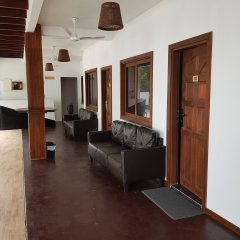Отель Surf Deck Остров Гасфинолу интерьер отеля
