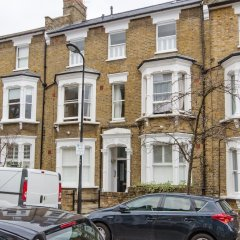 Отель 2 Bedroom Flat Near Hampstead Heath Лондон парковка