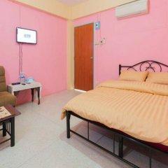 Отель Roomstay Ruenkaew Бангкок комната для гостей