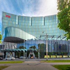 Отель Hilton Tallinn Park парковка