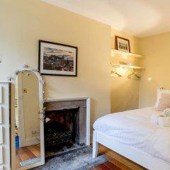 Отель Calton Hill Idyllic Cottage Feel Next 2 Princes St Эдинбург комната для гостей