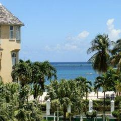Отель Sandcastles Beach Resort пляж